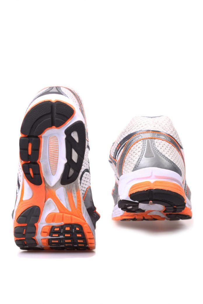 Χρειάζομαι δύο ζευγάρια running shoes;
