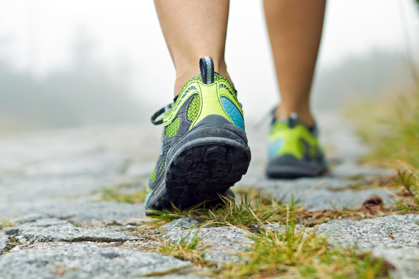 Μπορώ να τρέχω χωρίς κάλτσες;